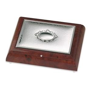 Szkatułka ze srebrnym ornamentem